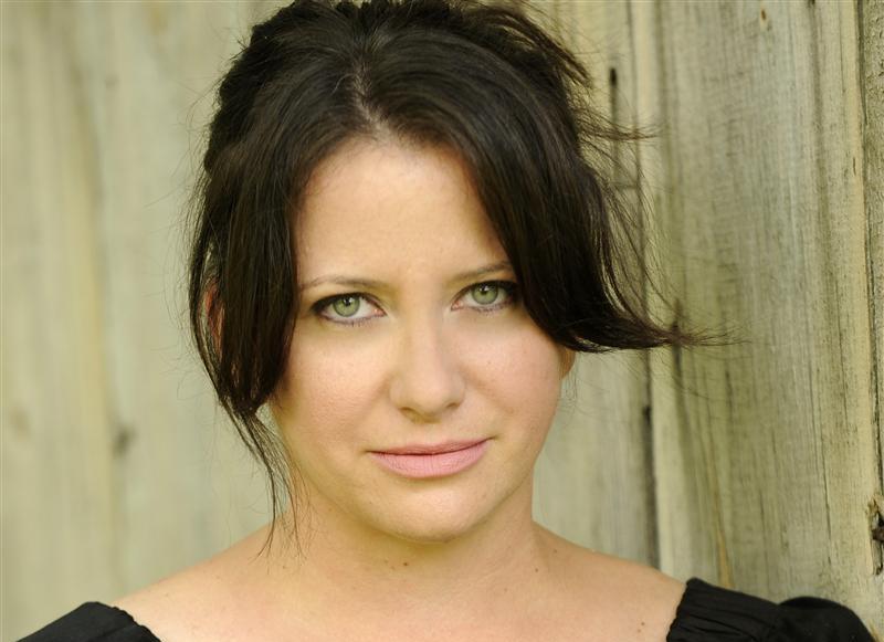 """Tonya Hurley, autora de Ghostgirl, anuncia su siguiente libro """"Feathervein"""""""