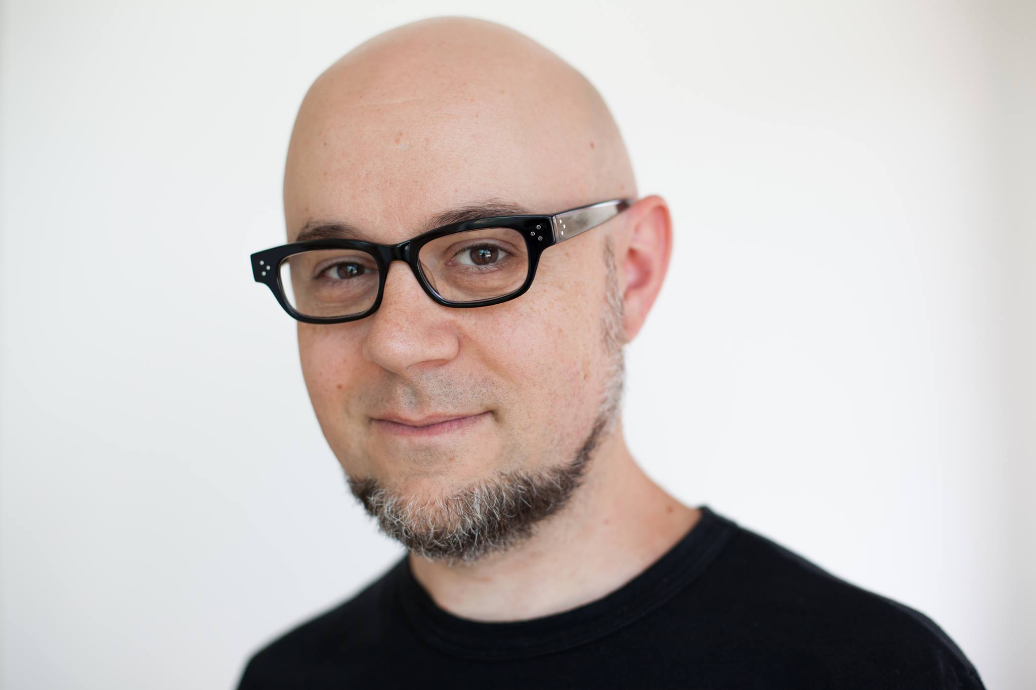 """Michael Dante DiMartino presenta su nueva novela """"Rebel Genius"""""""