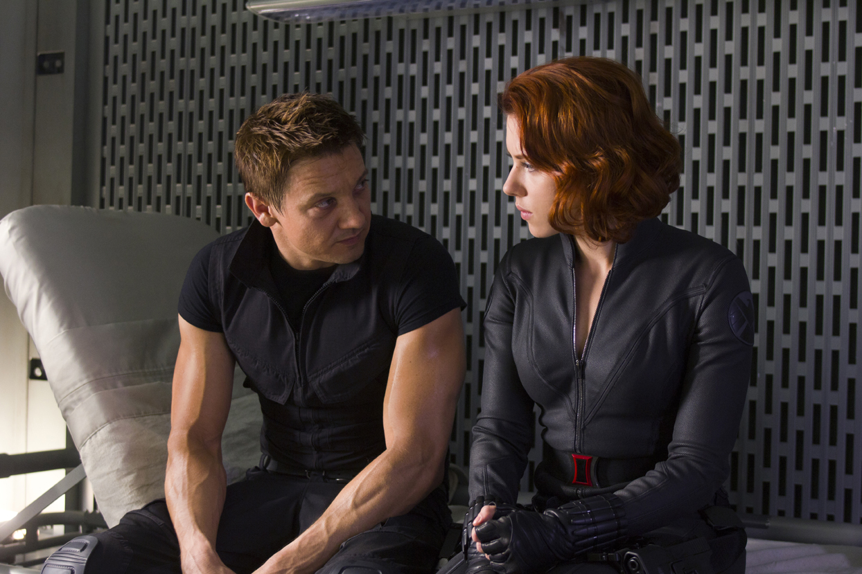 Black Widow y Hawkeye se enfrentan en este trailer de Capitán América: Civil War