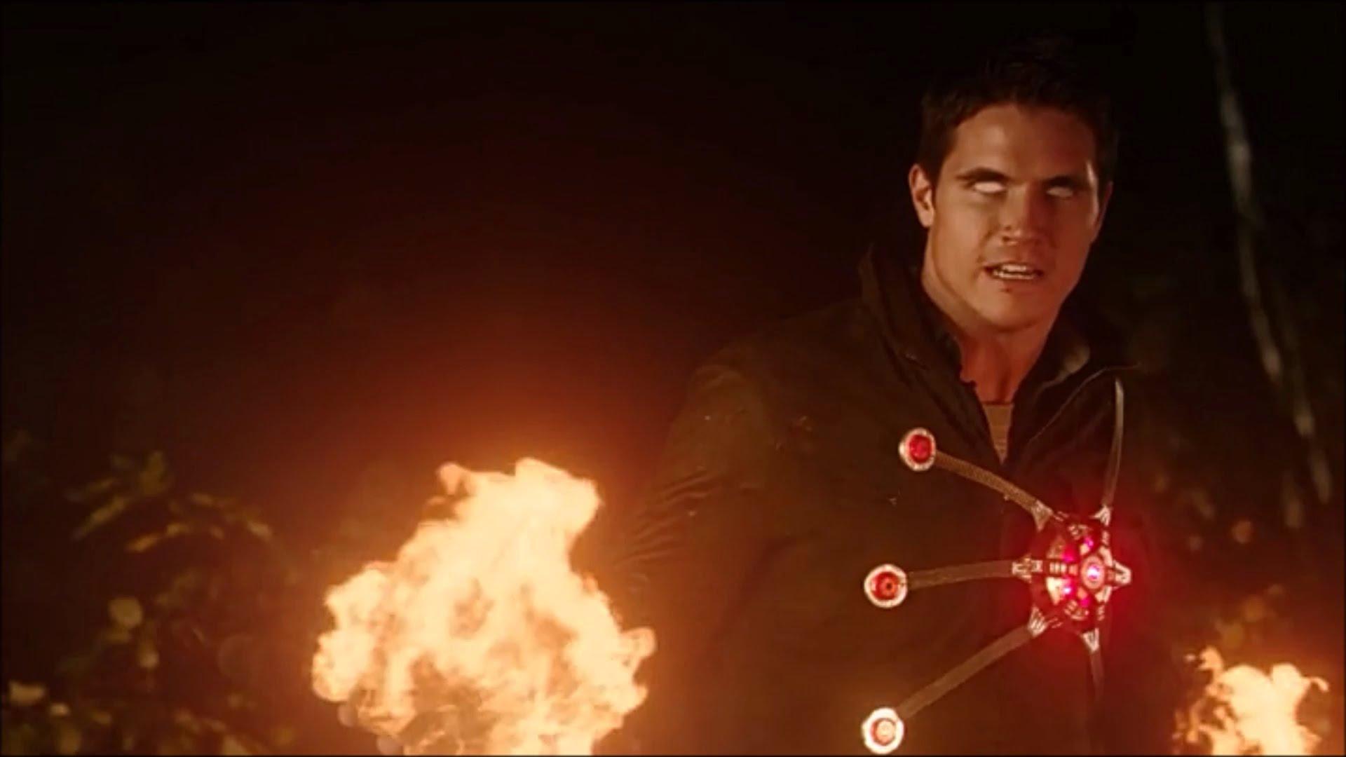 ¿Regresará el Firestorm de Robbie Amell a The Flash?