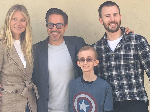 Gwyneth Paltrow, Chris Evans y Robert Downey Jr. visitan a joven con cáncer