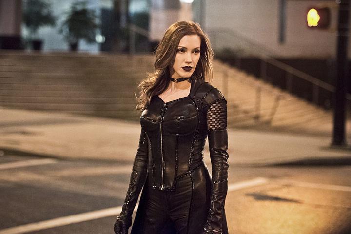 Katie Cassidy volverá a Arrow en la sexta temporada